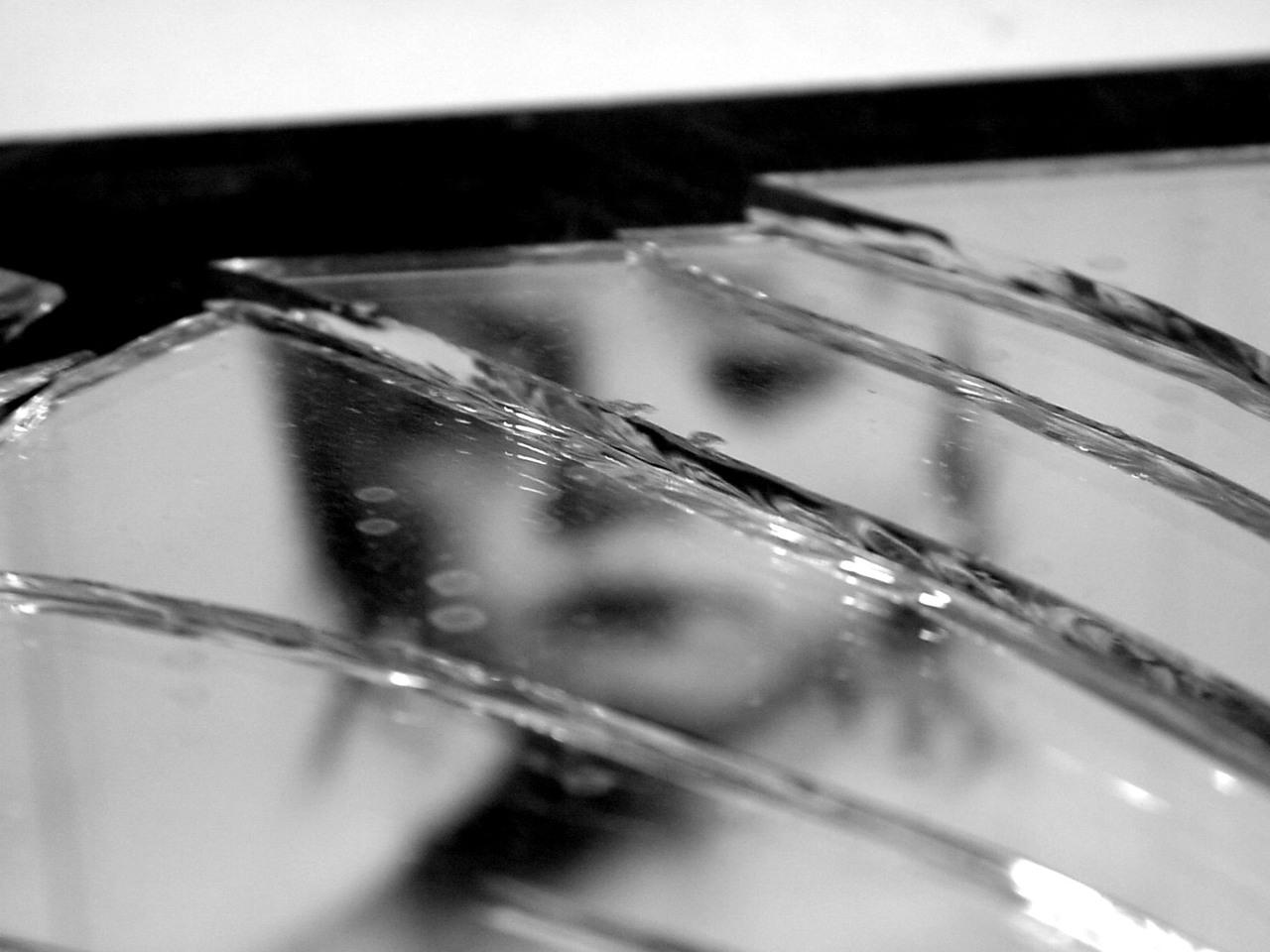 broken-mirror-3-1317214-1280x960
