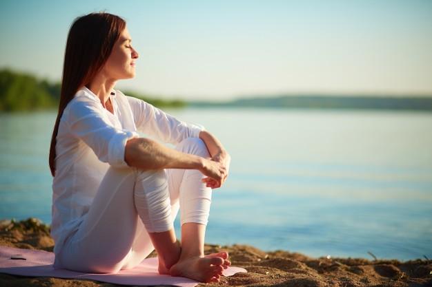 relaxed-woman-enjoying-sea_1098-1441